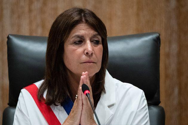 Michele Rubirola, maire de Marseille, recevant son écharpe lors du conseil municipal du 4 juin