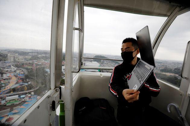 Ιαπωνία: Η τηλεργασία σε άλλο επίπεδο, με ξαπλώστρες και θέα που κόβει την