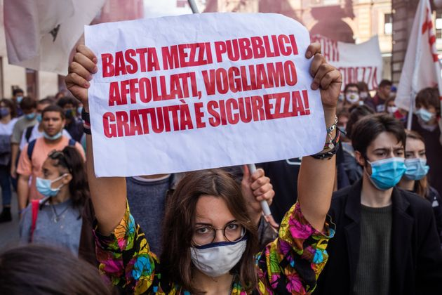 Students strike against the way the Italian government managed, with delays and failures, the restart...