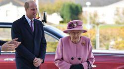 Elizabeth II sans masque pour sa première sortie depuis mars, et ça ne plaît pas à tout le