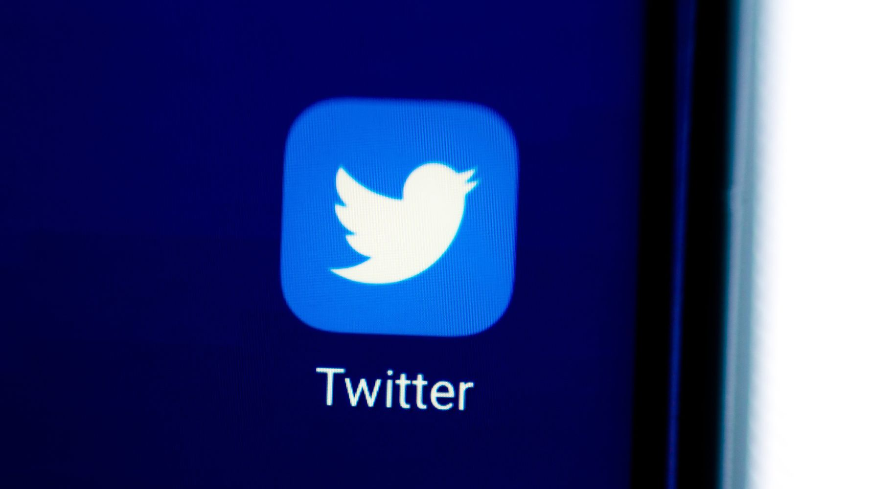 Twitter Is Experiencing A Large-Scale Outage
