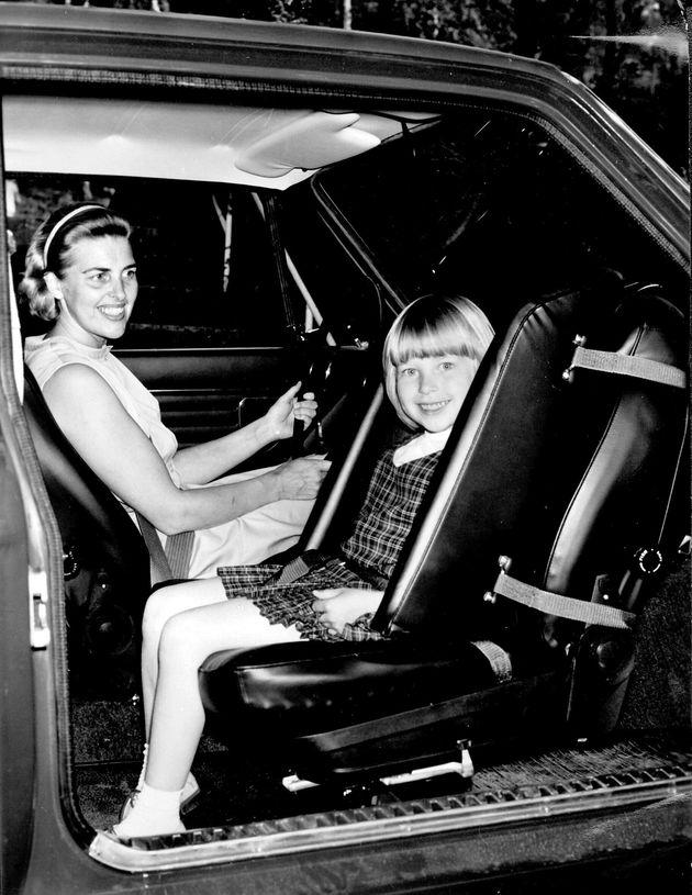 1967년 볼보자동차가 세계 최초로 개발한 후향식 유아