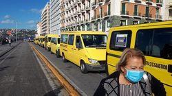 A Napoli gli autisti di scuolabus protestano contro De