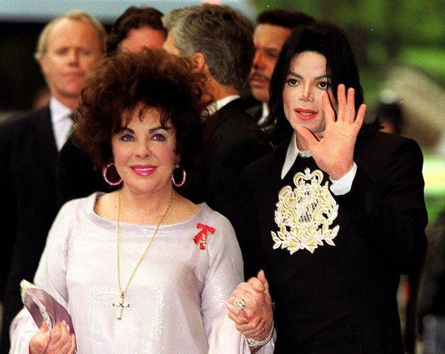 Στο «σφυρί» η συλλογή έργων τέχνης του Μάικλ Τζάκσον και το δώρο της Ελίζαμπεθ