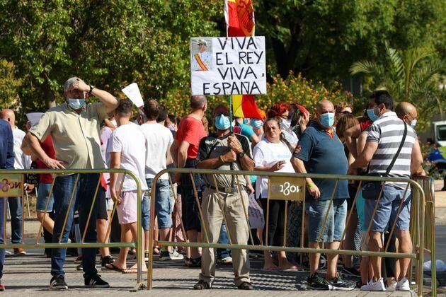 Pancarta en favor del rey en una visita de Felipe VI a Sevilla, el pasado mes de