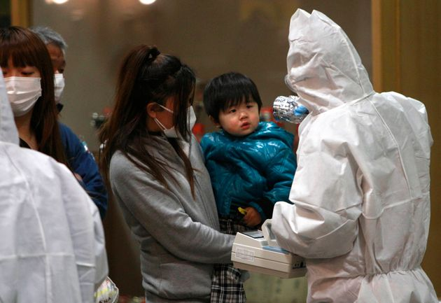 Εκκένωση της περιοχής γύρω από τη Φουκουσίμα και έλεγχος των πολιτών για έκθεση σε ραδιενέργεια