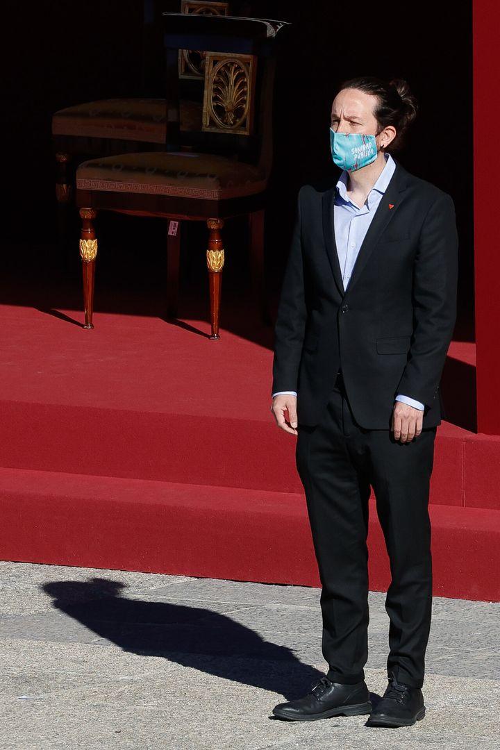 Sin corbata, con moño y con mascarilla republicana en defensa de la Sanidad Pública en el acto del 12 de octubre.