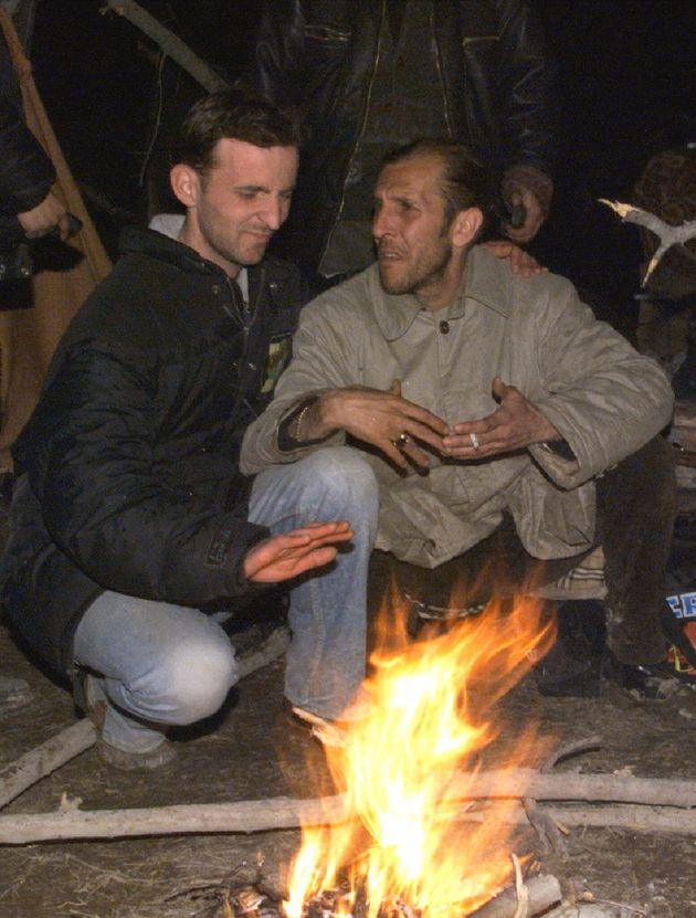 Antonio Russo (destra) con un compagno di viaggio durante il tragitto da Pristina alla
