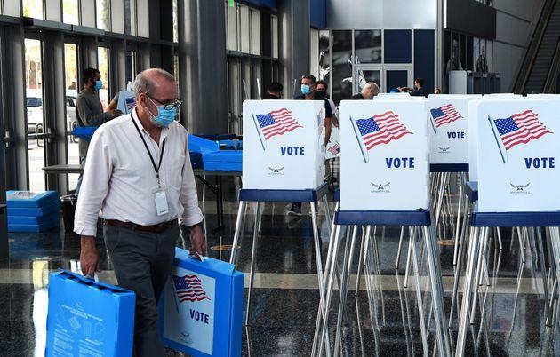 Le vote par anticipation a commencé dans plusieurs États alors qu'en Floride (photo), il...