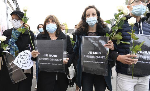 Un rassemblement en hommage au professeur assassiné à Conflans-Sainte-Honorine, dans les Yvelines, a...