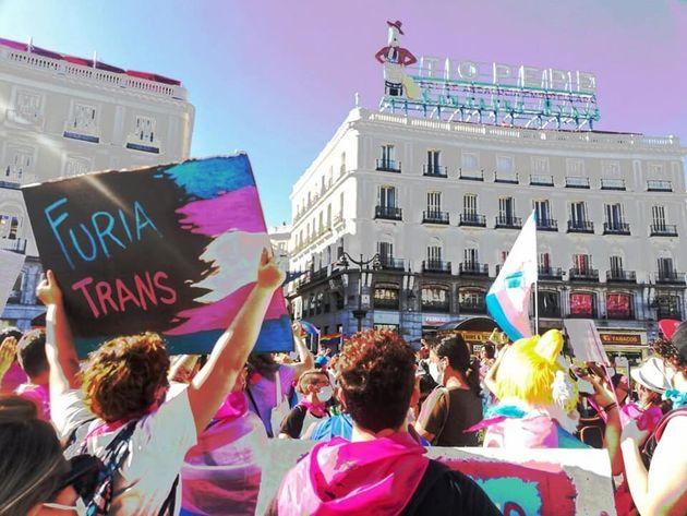 Una concentración a favor de los derechos de las personas trans, en la madrileña Puerta...