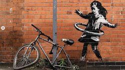 È di Banksy la ragazza con hula hoop. È un messaggio per Nottingham, città devastata dal