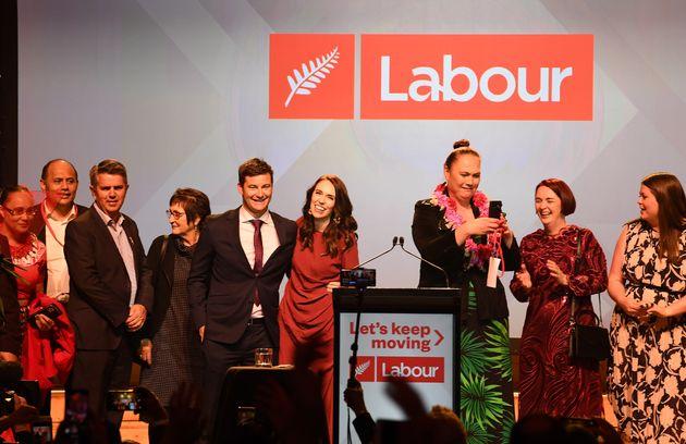 Partido Trabalhista celebra vitória durante a Noite Eleitoral do Partido Trabalhista em Auckland,...