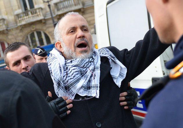 Abdelhakim Sefrioui, ici lors d'une manifestation pro-palestinienne à Paris en décembre...