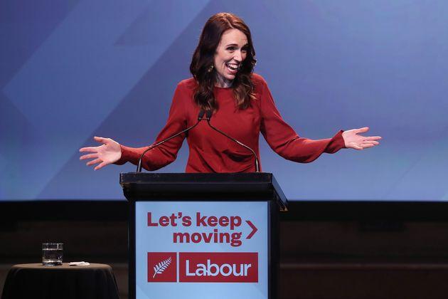 저신다 아던 뉴질랜드 총리가 총선 승리 확정 후 연설을 하고 있다. 2020년