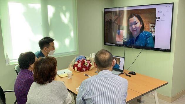15일 서울 동대문구 경찰청 실종자가족지원센터에서 윤상애(47)씨가 44년 만에 잃어버린 가족들과 화상통화로