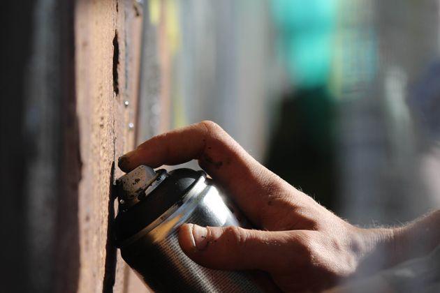 Συνθήματα από τον Ρουβίκωνα στους τοίχους του Υπουργείου