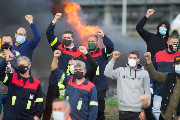 Trabajadores de Alcoa protestan por el cierre de la
