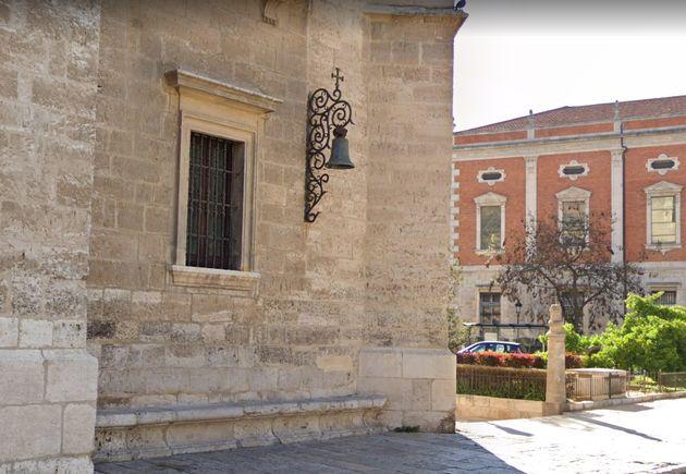 Imagen de la campana, situada en la Plaza de Santa
