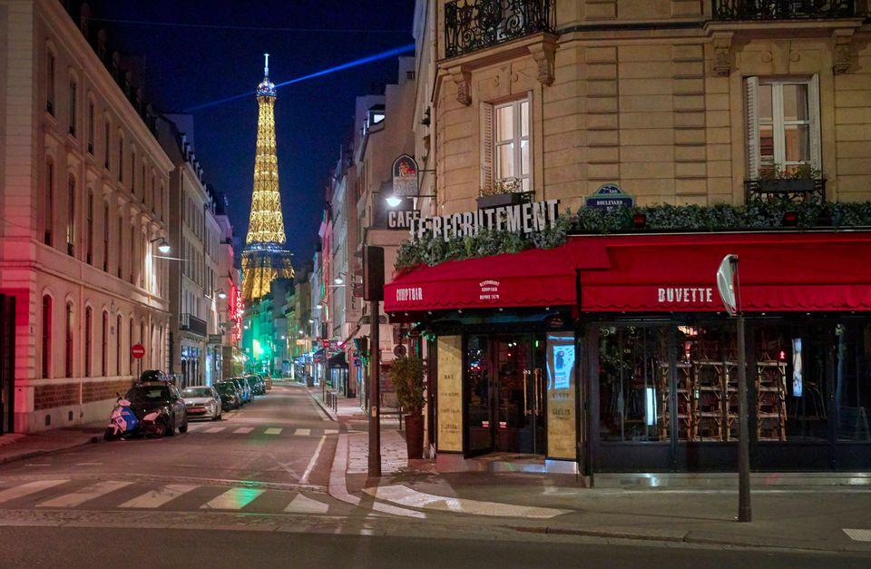 Σαββατόβραδο στο Παρίσι πριν και μετά την απαγόρευση