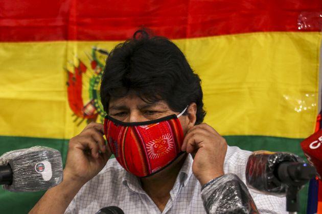 O ex-presidente boliviano Evo Morales fala à mídia sobre a eleição geral