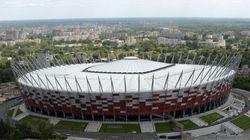 Face à une flambée de cas, la Pologne transforme le stade national de Varsovie en
