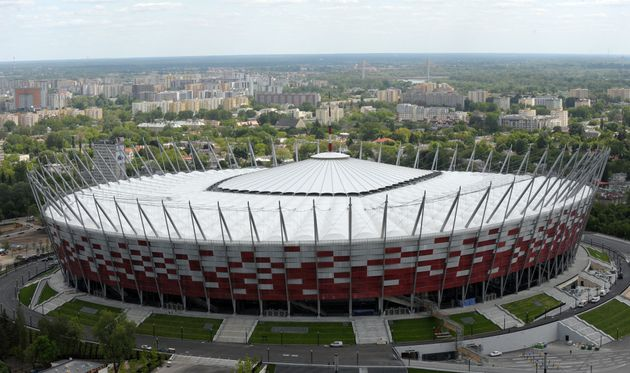 Le grand stade national deVarsovie, ici photographié en 2012, va se transformer partiellement en hôpital...