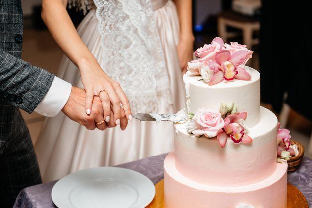 88 invitati al matrimonio divisi in tre feste, gli sposi: