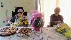 Nonna Pierina compie 107 anni: la festa nella casa di riposo, con l'amica di