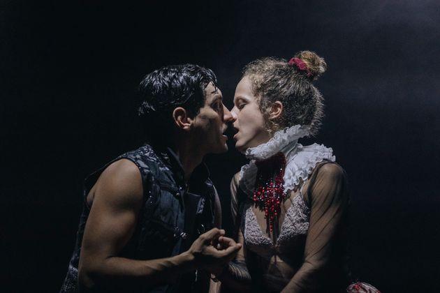 «This is not Romeo and Juliet»: Σε ζωντανή μετάδοση η παράσταση του Αργύρη Πανταζάρα που είναι ήδη sold