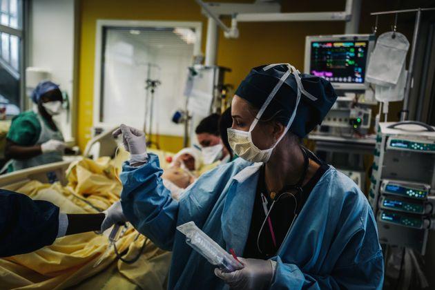 À l'hôpital Lariboisière à Paris, le 14 octobre