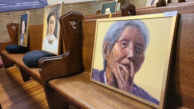 항일 여성독립운동가들의 초상화가 19일 워싱턴 홀리시티 교회에 전시됐다. 맨 오른쪽은 일제시대 서울에서 노동운동을 전개해 옥살이를 했던 이효정 선생의