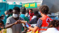 800 migrantes duermen hacinados en el puerto de Arguineguín, desbordado por las