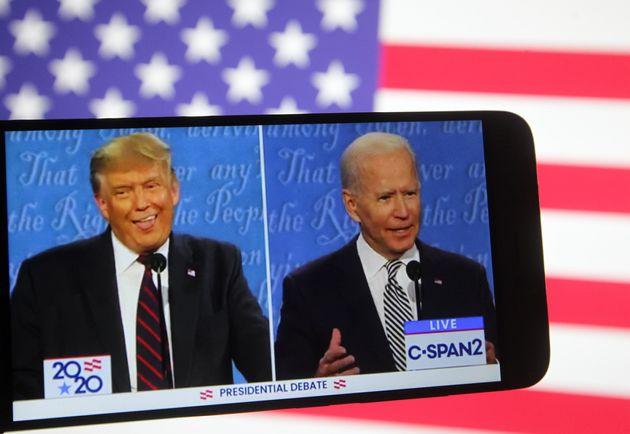 Donald Trump et Joe Biden lors du premier débat le 30 septembre 2020 (Photo Illustration by Pavlo...