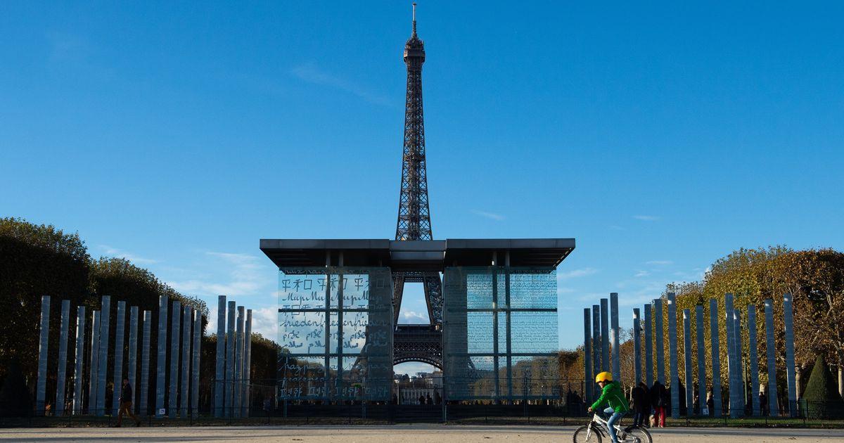 Enquête ouverte après une agression au Champ de Mars à Paris