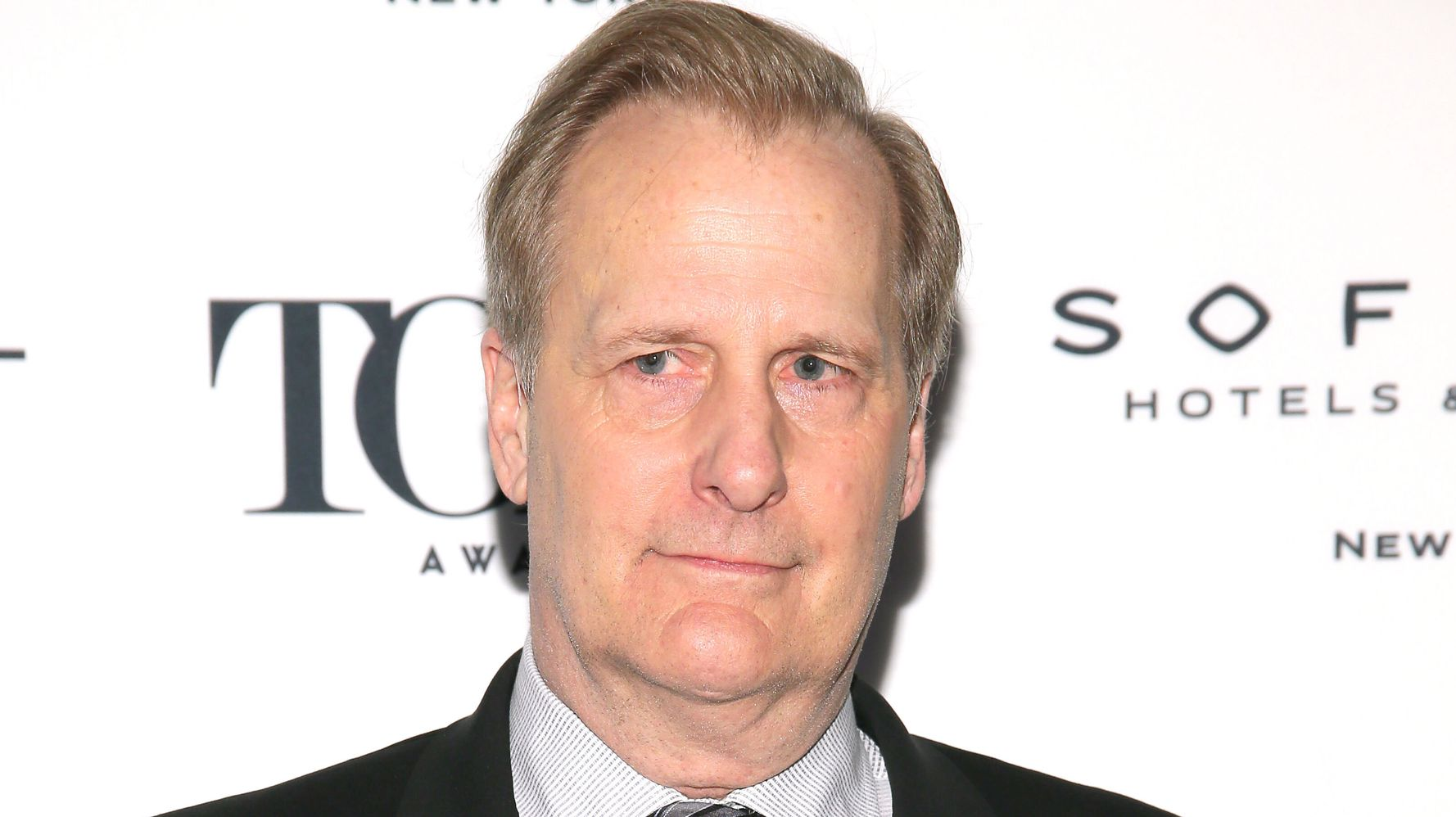 Jeff Daniels Uses Donald Trump's COVID-19 Lies Against Him In New Song