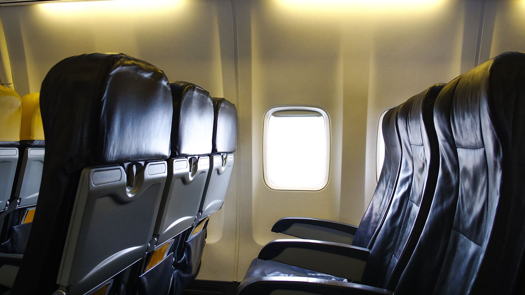 Texan Plane Passenger In Her 30s Reportedly Died Of Coronavirus While On Tarmac