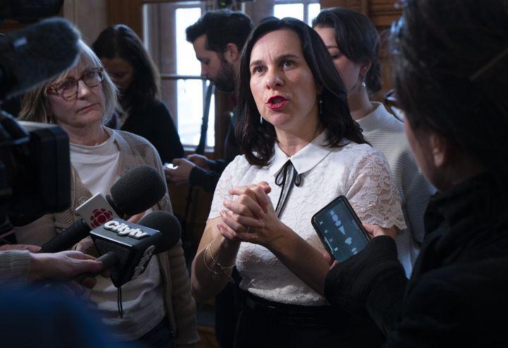 La mairesse de Montréal répond à des journalistes lors d'une conférence de presse à Montréal, le 20 mars 2019.