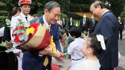 菅義偉首相、ベトナム訪問で「ほぼノーマスク」。なぜ?