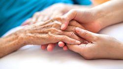 L'ospedale non ha posti Covid: 85enne malata di Alzheimer passa la notte in ambulanza a