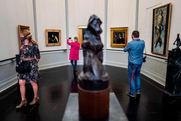Sfregiate 70 opere d'arte nei musei di