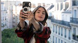 La funda para el móvil que Emily lleva en 'Emily in Paris' está arrasando en