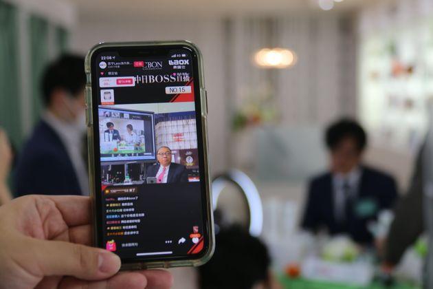 中国の通販アプリの配信画面。