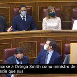 El aspaviento de Ortega Smith en el escaño tras recordarle Podemos su polémica de los