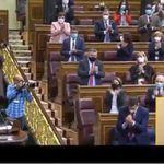 Indignación con Vox por su gesto cuando todos aplaudían a una diputada de Podemos que ha superado un