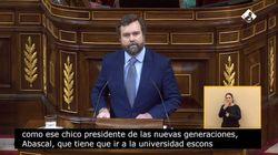 Espinosa de los Monteros se emociona durante su discurso al nombrar a dos