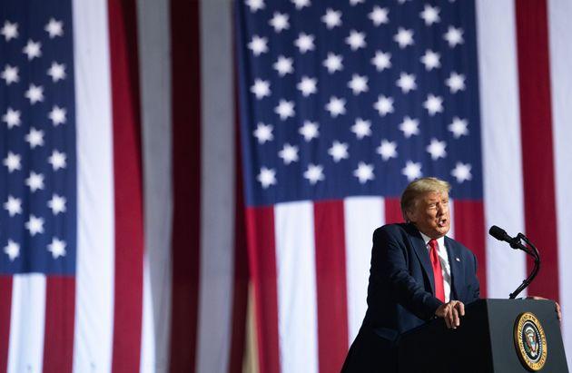 選挙活動をするトランプ大統領=2020年10月