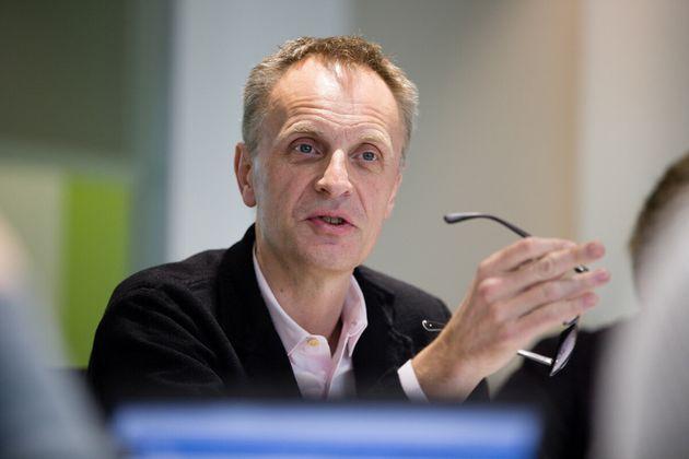 Richard Horton, editor-chefe da revista científica sobre medicina The Lancet, compara a pandemia com...