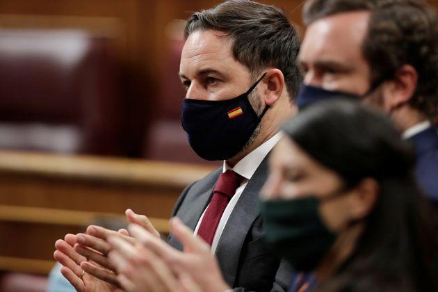 Santiago Abascal aplaudiendo al inicio de la moción de censura con menos apoyos de la