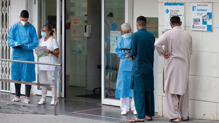 Sanitarios en el centro de salud del Distrito de La Florida, en Hospitalet de Llobregat, Barcelona.